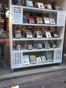 Min bog - sammen med andre indies - i vinduet hos Arnold Busck i Købmagergade